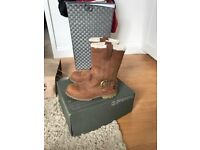 Timberland boots size 4