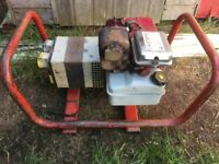 Briggs and Stratton 2.5kv 240v and 110v Petrol Generator £125
