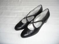Black Court Shoes Size 5 1/2 AA