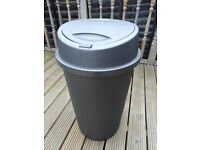 Kitchen bin with push lid