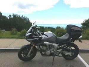 Yamaha fz6 2005 parfaite pour débuter plusieurs accessoires