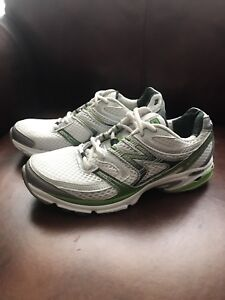 New Balance women's shoes. Size-7.5, Very good condition.!