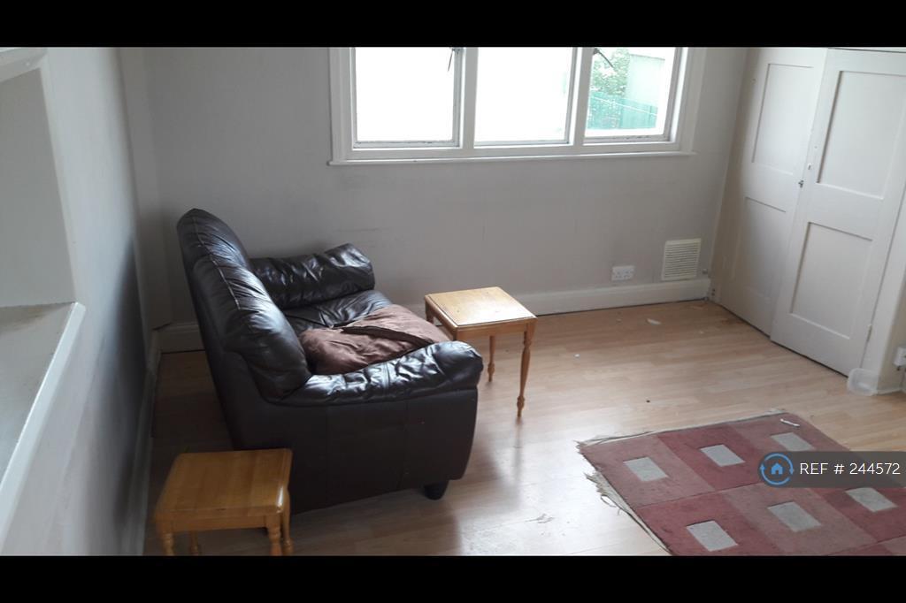 1 bedroom in The Avenue, London, E4