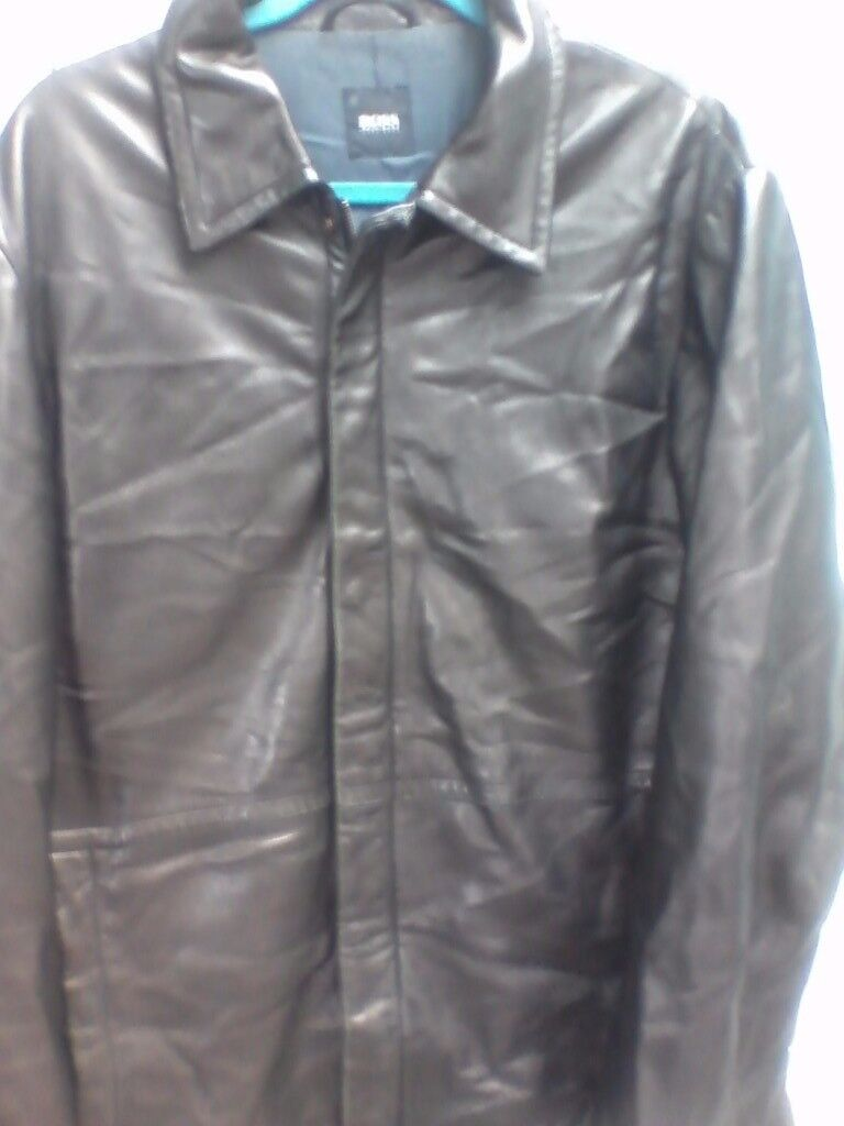2 X HUGO BOSS DESIGNER MENS LEATHER COATCROMBIE BUSINESS OVERCOATCOST NEW620) BOTH SIZE XLin Claygate, SurreyGumtree - I AM SELLING MY 2 HUGO BOSS MENS DESIGNER JACKETS/COATS I PAID A COMBINED TOTAL OF £615.00 FOR THEM BOTH FROM HUGO BOSS IN CENTRAL LONDON BOTH ARE IN EXCELLENT CONDITION & COME FROM A SMOKE FREE HOME THE BLACK LEATHER COAT IS MADE WITH 100% SUPER...