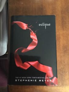 TWILIGHT BOOKS: New Moon and Eclipse by Stephanie Meyer