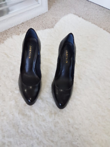 Womens Leather Pumps - Never worn.