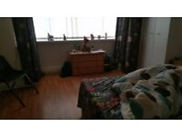 5 bedroom House fully furnished to rent. £1000 per Month.5mins drive to City Center & 7 mins by bus
