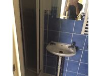 EN SUITE ROOM AVAILABLE IN THE TOWN CENTER
