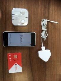 iPhone 5C 8GB in White with Sim Card, Charger and Ear Phones