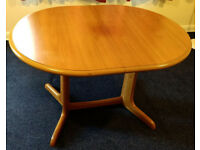 dining table with extendible table leaf