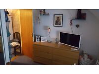Double room with its own bathroom in Colindale