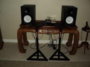 pair of yamaha powered studio monitor speakers