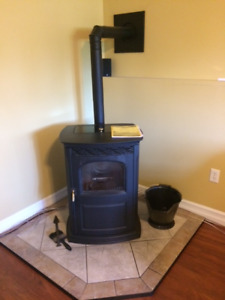 Harmon Accentra pellet stove with Tile Hearth