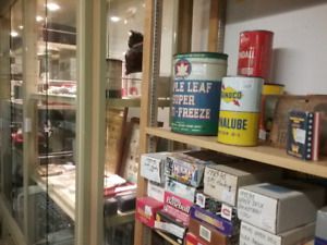 Nostalgia tins, sportscards collectibles, antiques +1000 booths
