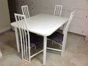 ensemble table et chaises