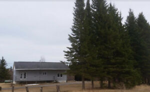 Cochrane Ontario 3 Bedroom Home on 30 Acres