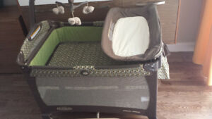 Crib GRACO Pack 'N Play with portable changer