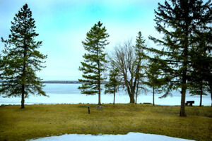 SPACIOUS LAKE ISLE COTTAGE - DOUBLE LOT - LAKE FRONT