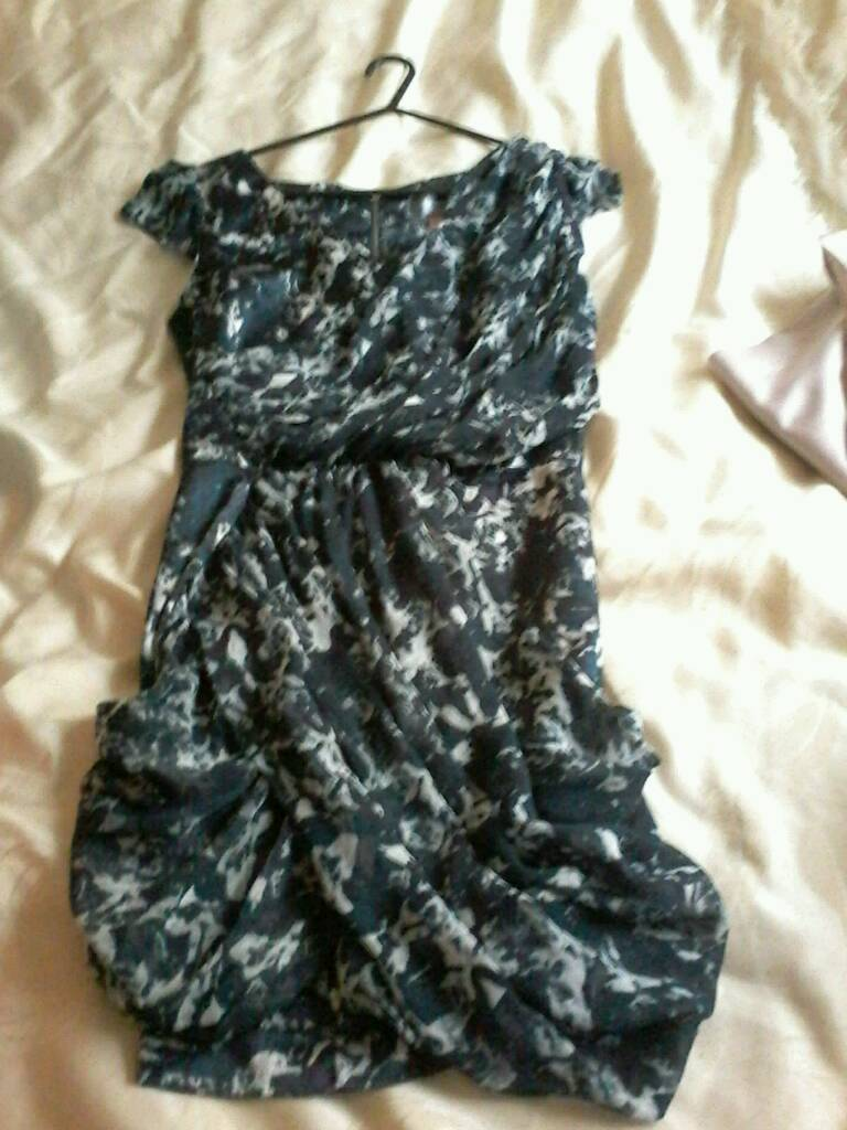 GENUINE LIPSY DRESS SIZE 10 GREYBLUE WITH WHITE PATTERNin Carlton, NottinghamshireGumtree - GENUINE LIPSY DRESS SIZE 10 GREY BLUE COLOUR WITH WHITE PATTERN, LOOKS LOVELY ON ,PICTURE DOSENT DO IT JUSTICE