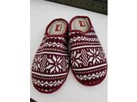 Men's size 8 Next slippers