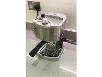 DeLonghi EC330S Espresso Coffee Machine + Accessories Worth £200