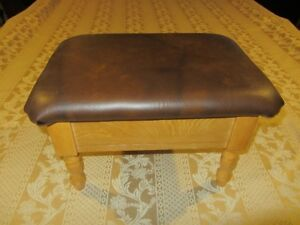 SMALL ANTIQUE FOOTSTOOL WITH FLIP UP LID