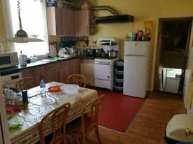One Large Semi Double Bedroom for Rent (5 min walking distance Tube station)