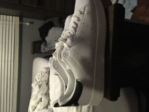 Addidas men's shoe size 9 new never worn once