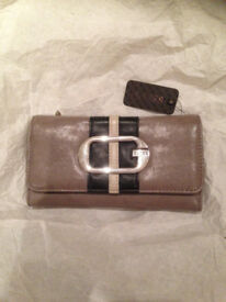 Guess wallet in excellent condition with the tags stil attached, never been used American import.