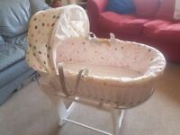 Obaby Rocking Moses Stand And basket with gentle rocking motion