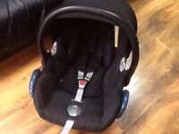 Maxi Cosy Baby Car Seat with Head Hugger and Body Support in excellent condition