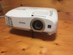 Home Cinema 2040 3D 1080p 3LCD Projector **BARELY USED***
