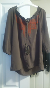 SILKY EMBROIDERY TOP FROM GAP SIZE MEDIUM