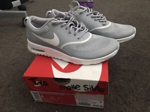 New Nike Thea's in grey size 6