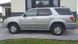 2002 Toyota Sequoia Ltd SUV, Crossover