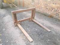 Tractor front loader pallet forks with quickie brackets