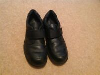 Boys Start-rite black leather shoes size 5.5 E