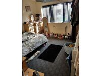 2 bed flat/apartment with balcony for exchange