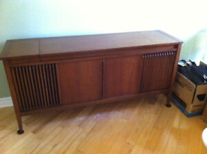 Vintage RCA Victor Stereo cabinet - $25