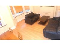 A LARGE THREE BED SPLIT LEVEL FIRST FLOOR FLAT NEAR BRIXTON STATION (SW2) !