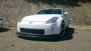 2003 Nissan 350z. 6 speed manual. LOTS of extras.