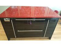 kitchen island black gloss with red Zodiaq worktop