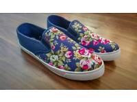 Floral Print Canvas Ladies Shoe