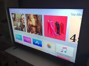 """TOSHIBA 43"""" 4K TV Chromecast Built-in  *LIKE NEW*"""