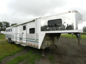 2004 Northern Lights 4 Horse with Living Quarters
