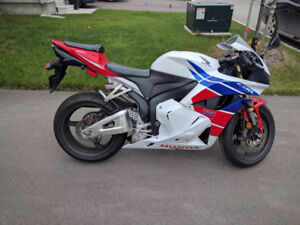 Selling 2012 CBR600RR ABS 13000km