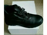 Black safety boots size 10 brand new