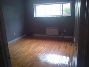 LASALLE 3 1/2 **1500 SQUARE FEET**5 MINS WALK FROM WATERFRONT**