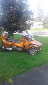 2014 Can am Spyder DT Ltd with a lot of extras