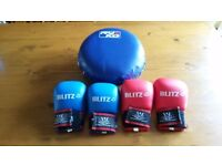 2 pairs of small blitz sparring mitts without thumbs